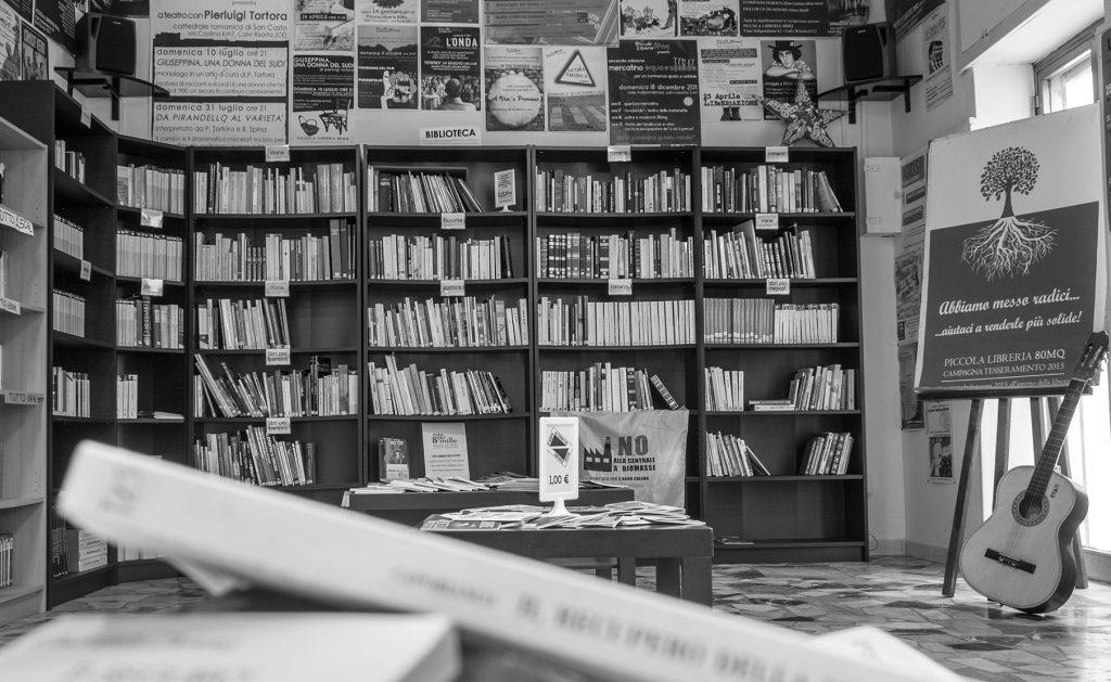 """Piccola Libreria 80 mq – Presentazione de """"Napoli, Sud, l'altra Italia – disuguali tra uguali"""" di Raffaele Carotenuto"""